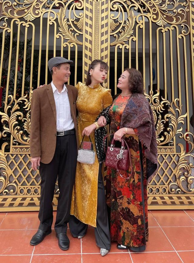 Bảo Thanh, Phương Oanh và dàn diễn viên xinh đẹp đồng loạt khoe ảnh bên gia đình ngày Tết - Ảnh 1.