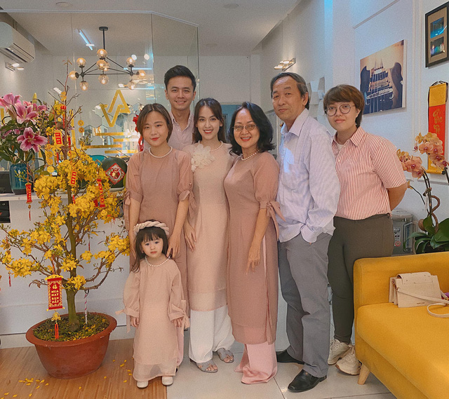 Bảo Thanh, Phương Oanh và dàn diễn viên xinh đẹp đồng loạt khoe ảnh bên gia đình ngày Tết - Ảnh 11.