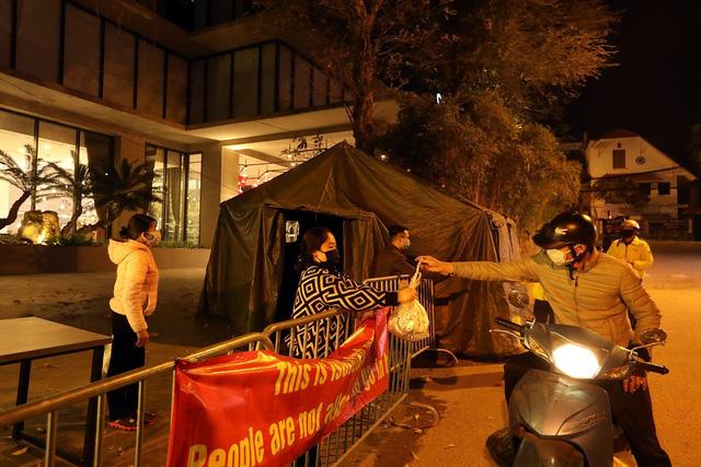 Hà Nội: Phong tỏa khách sạn ở Hồ Tây có người nước ngoài chết dương tính SARS-CoV2 - Ảnh 2.