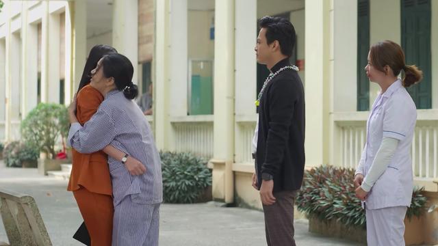 Hướng dương ngược nắng - Tập 28: Kiên rủ Châu đến thăm người mẹ điên, cuối cùng Minh lại thành con dâu - Ảnh 5.