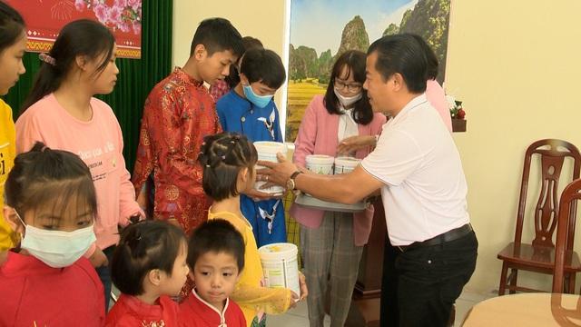 Món quà đầu xuân cho hơn 1.000 người dân khó khăn tại tỉnh Ninh Bình - Ảnh 2.
