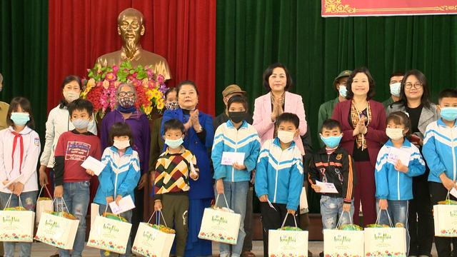 Món quà đầu xuân cho hơn 1.000 người dân khó khăn tại tỉnh Ninh Bình - Ảnh 1.