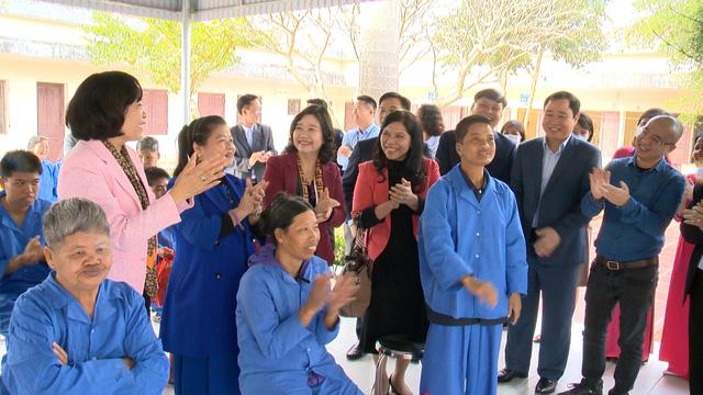 Món quà đầu xuân cho hơn 1.000 người dân khó khăn tại tỉnh Ninh Bình - Ảnh 11.