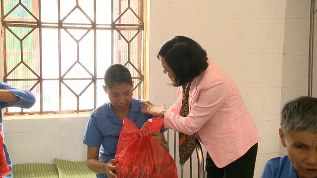 Món quà đầu xuân cho hơn 1.000 người dân khó khăn tại tỉnh Ninh Bình - Ảnh 9.