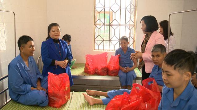 Món quà đầu xuân cho hơn 1.000 người dân khó khăn tại tỉnh Ninh Bình - Ảnh 3.