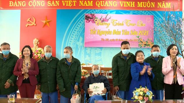 Món quà đầu xuân cho hơn 1.000 người dân khó khăn tại tỉnh Ninh Bình - Ảnh 8.