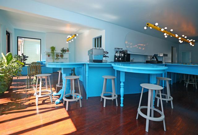 Độc đáo quán cà phê toàn màu xanh từ nguyên liệu rẻ tiền ở NewYork - Ảnh 5.