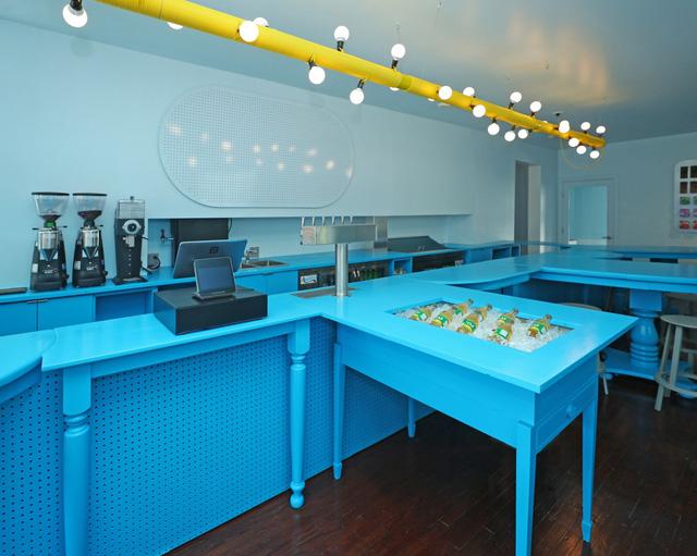 Độc đáo quán cà phê toàn màu xanh từ nguyên liệu rẻ tiền ở NewYork - Ảnh 6.