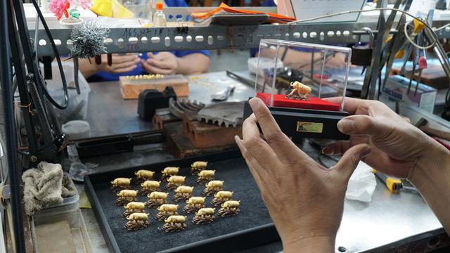 Trước ngày Thần Tài, trâu vàng 9999 tràn ngập thị trường - Ảnh 8.