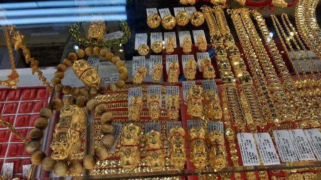 Trước ngày Thần Tài, trâu vàng 9999 tràn ngập thị trường - Ảnh 9.