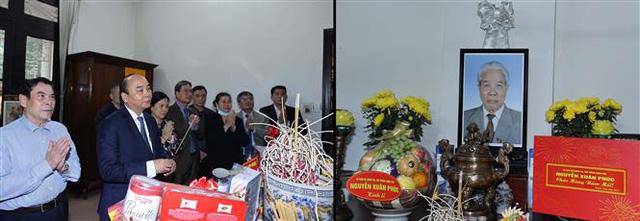 Thủ tướng dâng hương tưởng nhớ các đồng chí nguyên lãnh đạo đã từ trần - Ảnh 1.