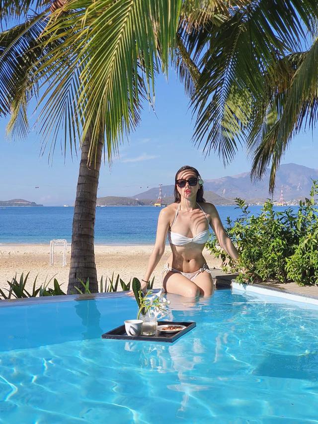 MC Minh Hà khoe vóc dáng gợi cảm khi diện bikini - Ảnh 2.