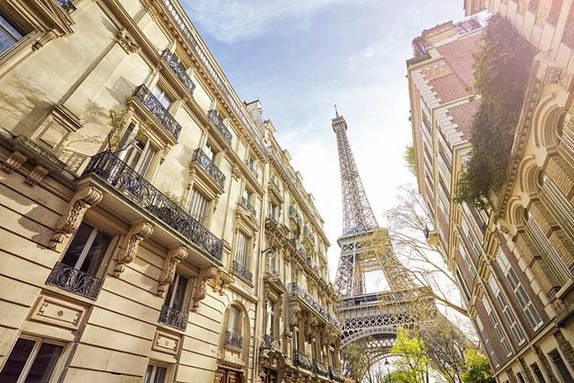Tháp Eiffel sẽ thay áo toàn bộ với màu sơn mới - Ảnh 1.