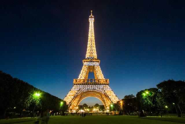 Tháp Eiffel sẽ thay áo toàn bộ với màu sơn mới - Ảnh 4.