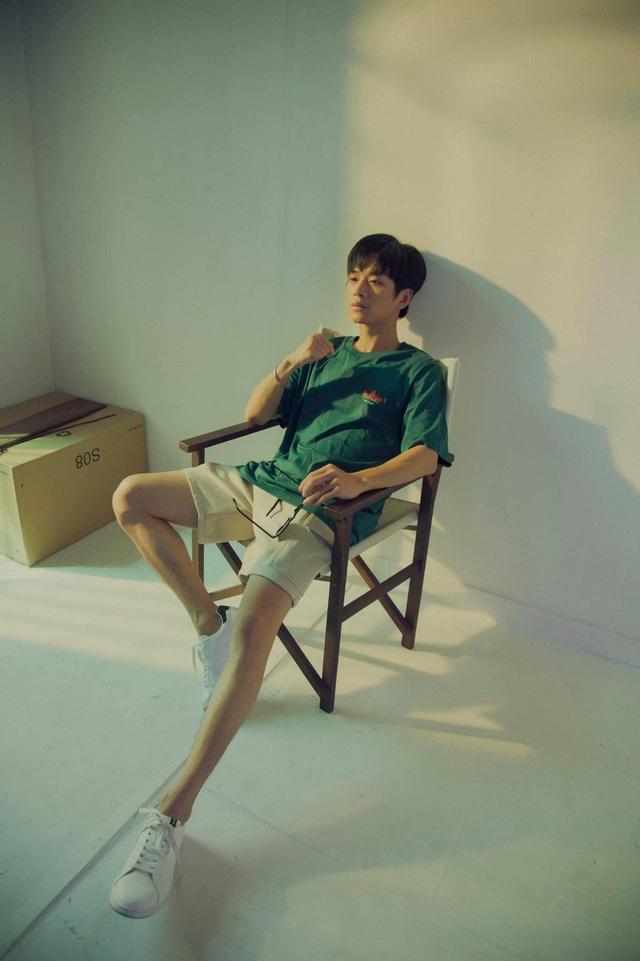 Ngất ngây với gu thời trang cá tính, năng động của Trần Nghĩa ngoài đời - Ảnh 1.