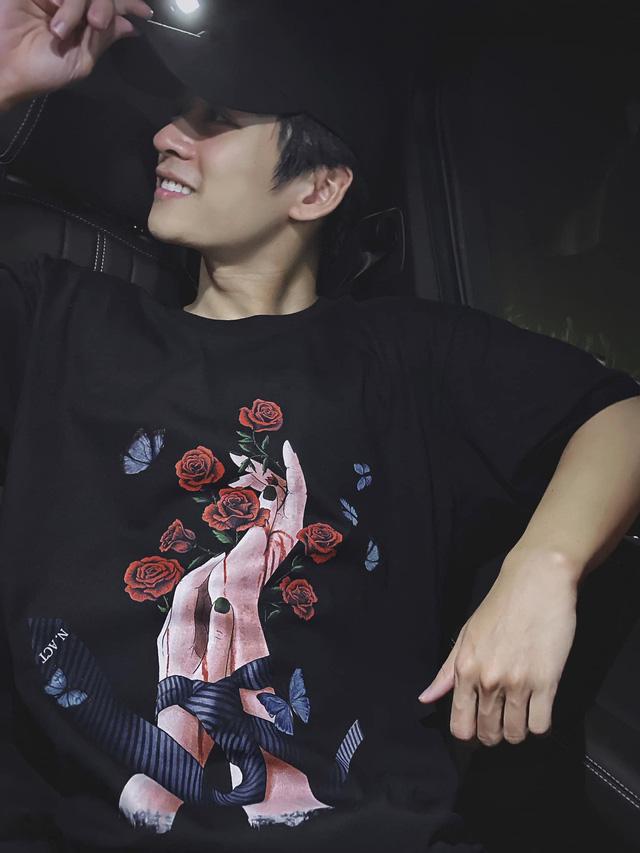 Ngất ngây với gu thời trang cá tính, năng động của Trần Nghĩa ngoài đời - Ảnh 2.