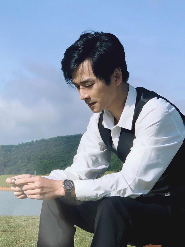Ngất ngây với gu thời trang cá tính, năng động của Trần Nghĩa ngoài đời - Ảnh 5.