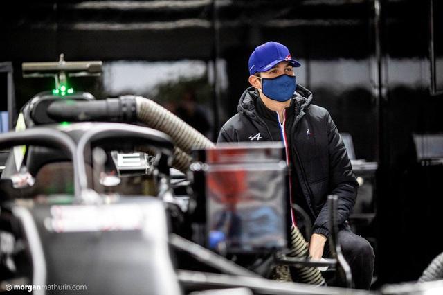 F1: Alfa Romeo ra mắt mẫu xe mới, Esteban Ocon hoàn tất thử xe cho Alpine - Ảnh 2.