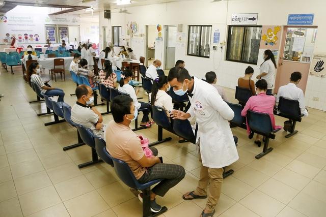 Thủ đô của Campuchia phong tỏa 47 địa điểm - Ảnh 1.