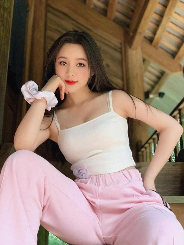 Nhan sắc Quỳnh Kool tuổi 26 - Ảnh 1.