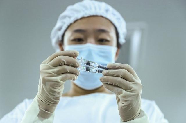 Trung Quốc dành 325 tỷ USD tiêm chủng miễn phí cho toàn dân trên cơ sở tự nguyện - Ảnh 1.