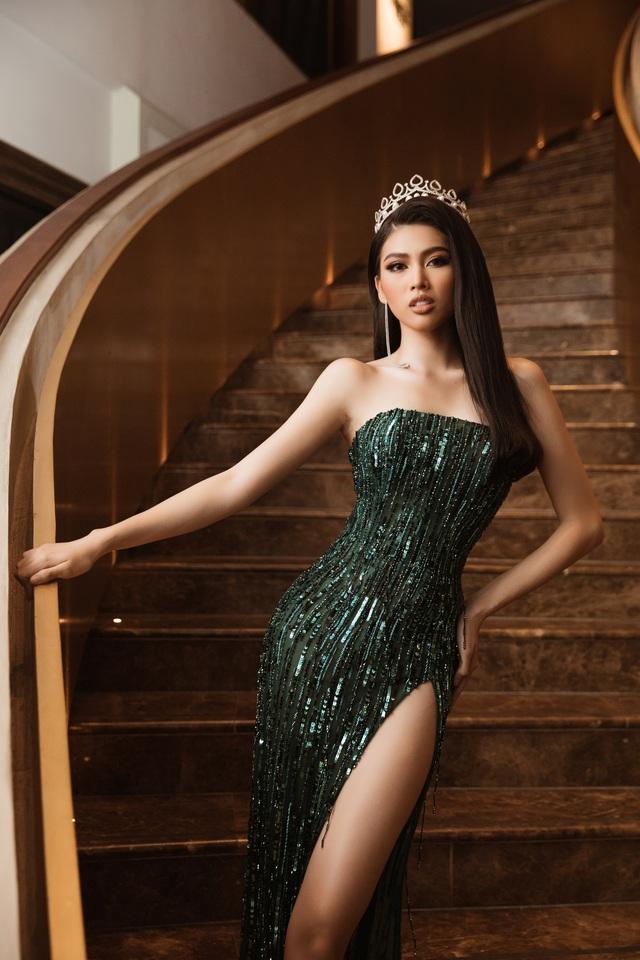 Á hậu Ngọc Thảo gây choáng khi catwalk… xoay 3 vòng liên tục - Ảnh 3.