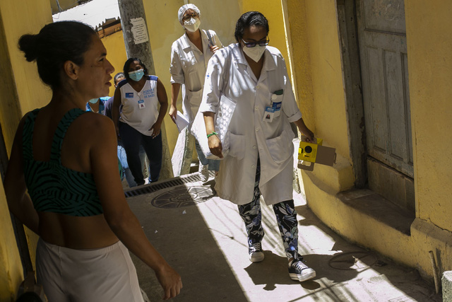 Hơn 112,5 triệu người mắc COVID-19 trên thế giới, số ca nhiễm mới tại Mỹ giảm 5 tuần liên tiếp - Ảnh 1.