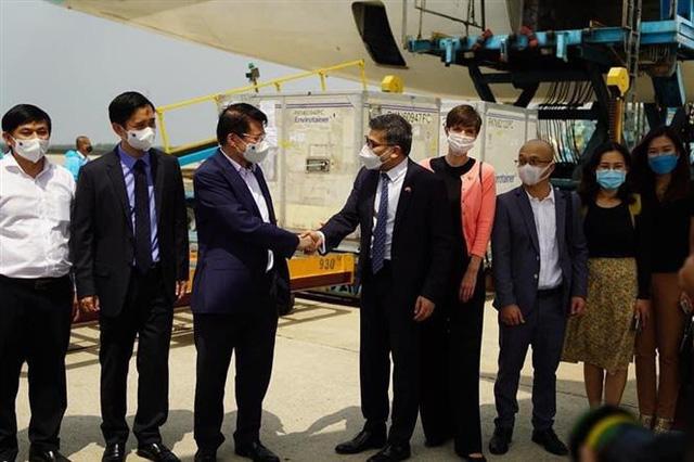 Việt Nam là nước đầu tiên của ASEAN nhận vaccine COVID-19 AstraZeneca - Ảnh 3.