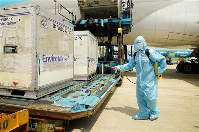 Việt Nam là nước đầu tiên của ASEAN nhận vaccine COVID-19 AstraZeneca - Ảnh 2.