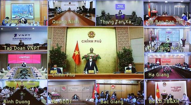 Thủ tướng Nguyễn Xuân Phúc chủ trì họp Thường trực Chính phủ chốt một số vấn đề về phòng chống COVID-19 - Ảnh 1.
