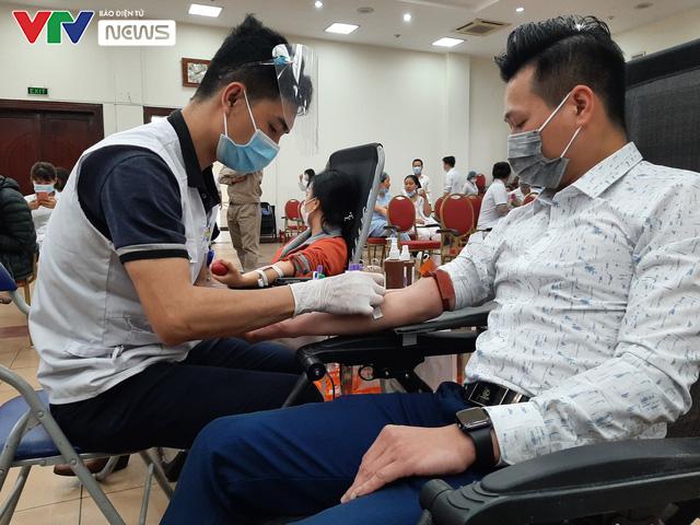 Nhân viên y tế hiến máu vì sức khỏe bà mẹ và trẻ sơ sinh - Ảnh 5.