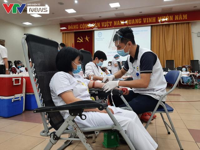 Nhân viên y tế hiến máu vì sức khỏe bà mẹ và trẻ sơ sinh - Ảnh 3.
