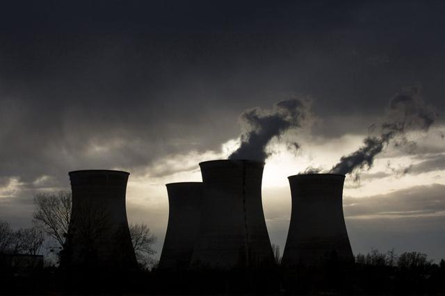 Pháp có thể kéo dài thời hạn hoạt động của các nhà máy điện hạt nhân thêm 10 năm - Ảnh 1.