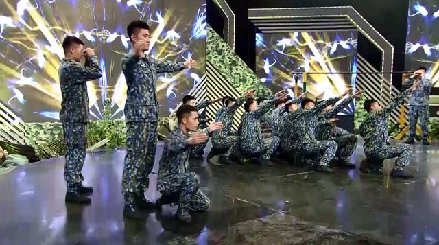 Nghệ sĩ Quang Thắng không ngại đọ sức với các chiến sĩ Phòng không Không quân - Ảnh 3.