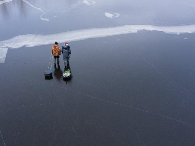 4 người đi bộ thiệt mạng do bị thụt xuống hồ băng ở Thụy Điển - Ảnh 1.