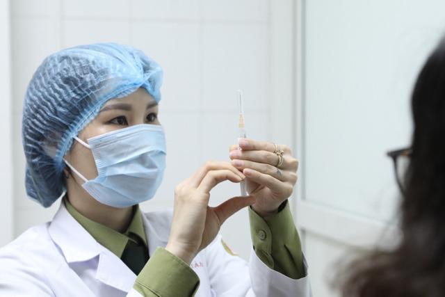 35 người đầu tiên tiêm thử nghiệm vaccine ngừa COVID-19 Nano Covax giai đoạn 2 - Ảnh 2.