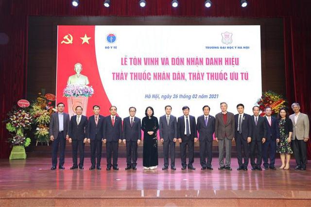 Trao tặng danh hiệu Thầy thuốc Nhân dân, Thầy thuốc Ưu tú - Ảnh 1.