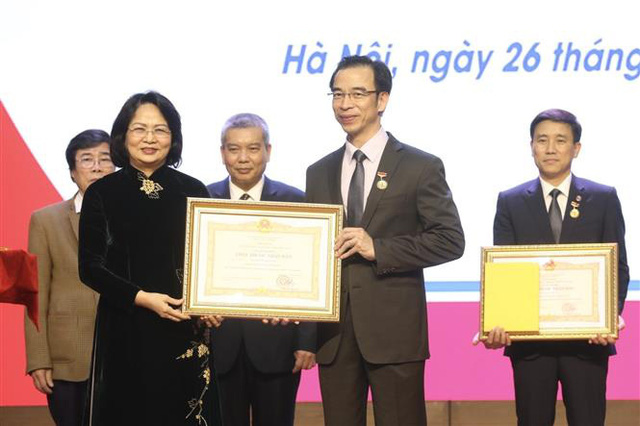 Trao tặng danh hiệu Thầy thuốc Nhân dân, Thầy thuốc Ưu tú - Ảnh 2.