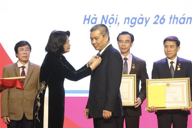 Trao tặng danh hiệu Thầy thuốc Nhân dân, Thầy thuốc Ưu tú - Ảnh 3.
