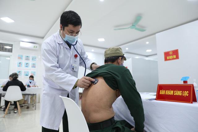 35 người đầu tiên tiêm thử nghiệm vaccine ngừa COVID-19 Nano Covax giai đoạn 2 - Ảnh 8.