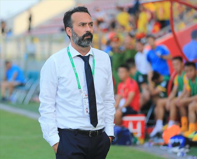 LĐBĐ Thanh Hóa chấp nhận bồi thường cho HLV Fabio Lopez - Ảnh 1.