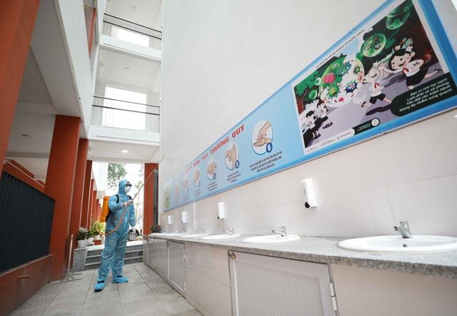 Trường học ở Hà Nội chuẩn bị đón học sinh trở lại trong trạng thái bình thường mới - Ảnh 8.