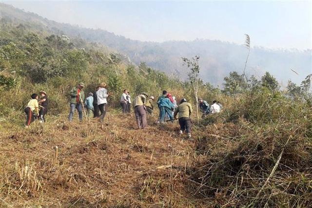 Vụ cháy rừng tại huyện Tam Đường - Lai Châu: Lửa bùng trở lại và lan rộng - Ảnh 1.