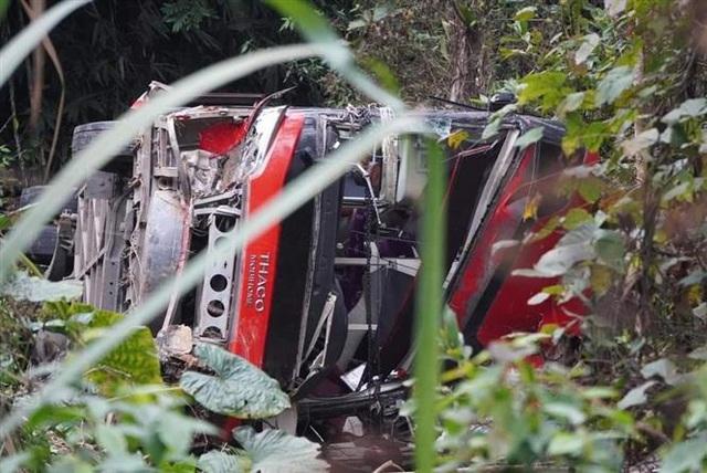 Xe khách mất lái rơi xuống vực sâu, phụ xe tử vong tại chỗ - Ảnh 1.