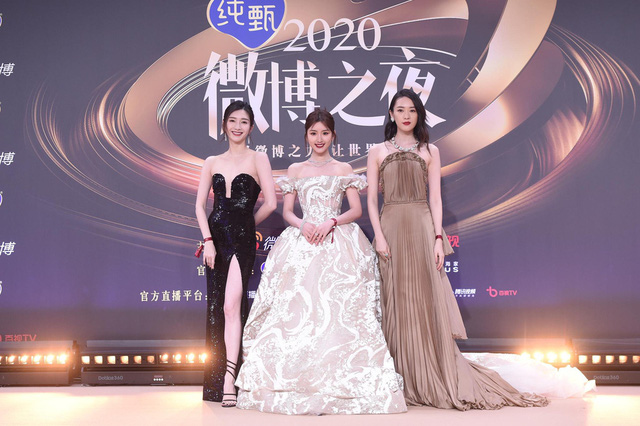 Thảm đỏ Đêm hội Weibo: Triệu Lệ Dĩnh, Angelababy kém nổi bật trong dàn mỹ nhân - Ảnh 6.
