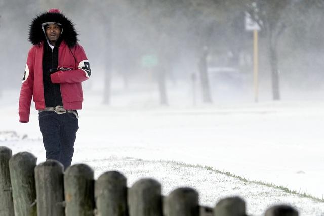 Vì sao Mỹ và châu Âu lại hứng chịu bão tuyết và giá rét kỷ lục? - Ảnh 1.