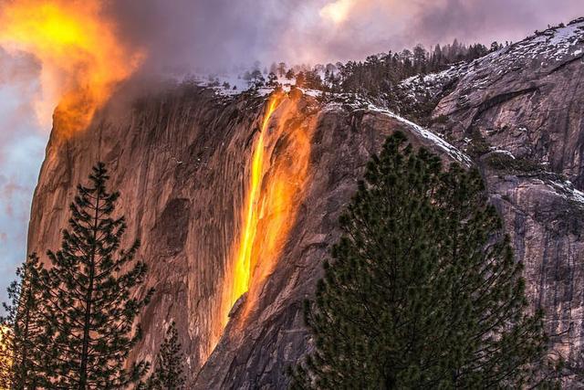Chiêm ngưỡng thác lửa độc đáo duy nhất trong năm ở Mỹ - Ảnh 1.