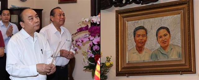 Thủ tướng Nguyễn Xuân Phúc dâng hương tưởng nhớ các nguyên lãnh đạo đã từ trần - Ảnh 3.