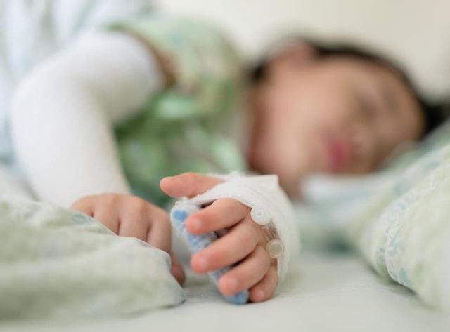 Hàng trăm trẻ em nhập viện mỗi tuần vì bệnh hiếm gặp sau COVID-19 - Ảnh 1.