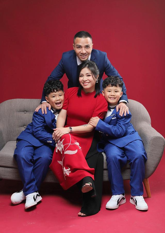 MC Hoàng Linh khoe bộ ảnh Tết bên đại gia đình - Ảnh 5.